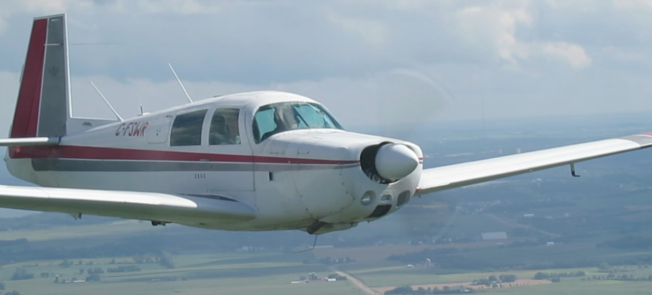 Mooney M20E in flight - C-FSWR